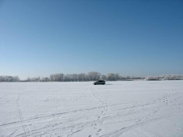 На авто по льду